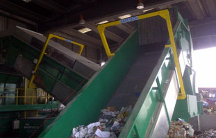 A single Guardian unit protecting two conveyors at a cardboard baling facility in Madrid
